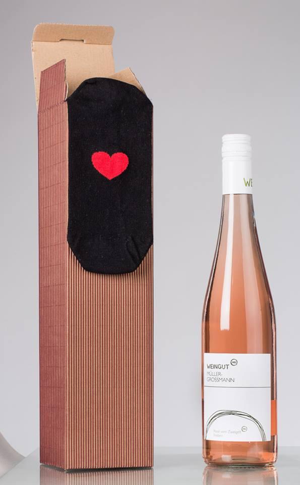 """Kooperation: Geschenkbox """"Socken & Wein"""""""